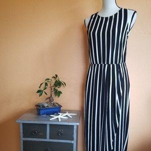 Evereve Black & White Striped Sleevele Midi Dress